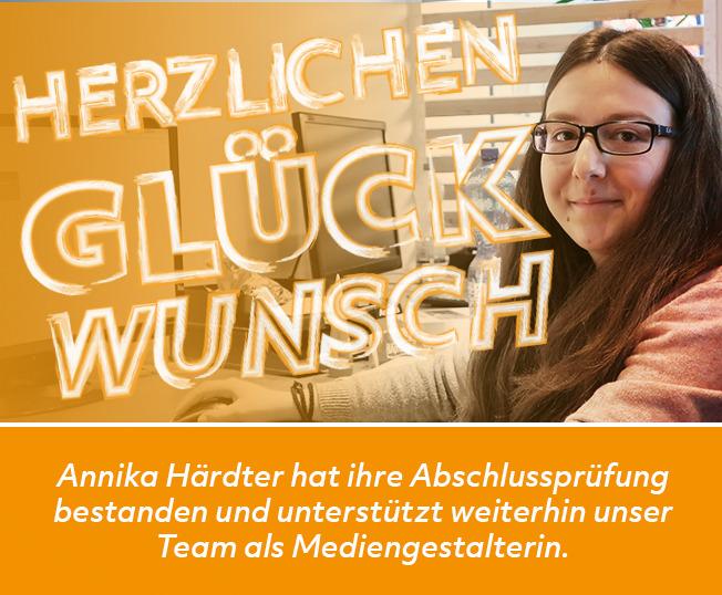Das Team von PUK Schmiedel freut sich über Annikas bestandene Prüfung.