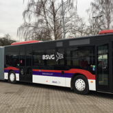 Teilfolierung und Beschriftung des Fuhrparks inkl Bus und Bahn