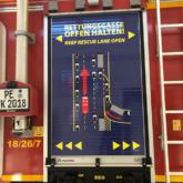 Beschriftung Rettungsgasse Laster
