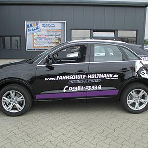 individuelle Teilfolierung und Fahrzeugbeschriftung - in lila