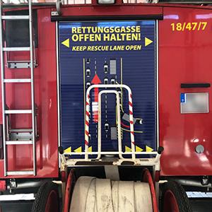 Rettungsgasse offen halten - Beschriftung von Löschfahrzeugen