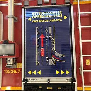 Rettungsgasse offen halten - Gestaltung und Beschriftung eines Löschfahrzeugs