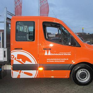 Vollfolierung und Beschriftung von neuen Pritschenwagen - Ansicht der DoKa