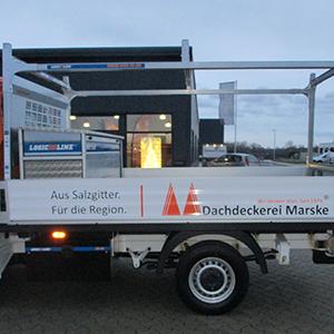 Vollfolierung und Beschriftung von neuen Pritschenwagen - Planken