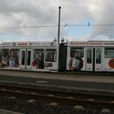 Beschriftung Straßenbahn mit Folienschnitten und Digitaldrucken