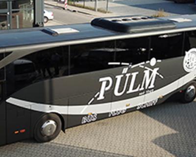 Vollfolierung und Sonnenschutz für einen Reisebus